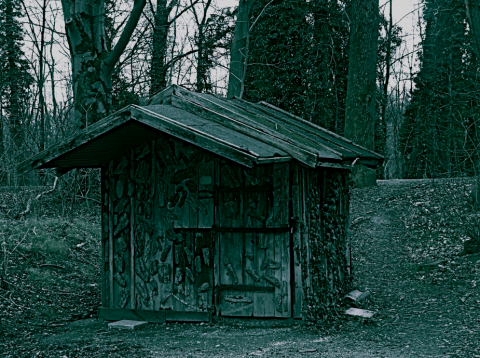 Hütte am Isarufer