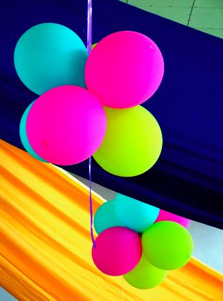 Luftballons in der Kantine der Universität der Seychellen