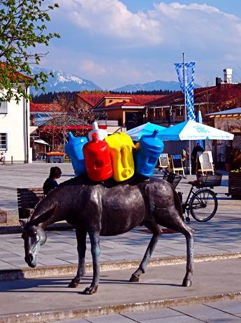 Esel-Brunnen auf dem Penzberger Stadtplatz
