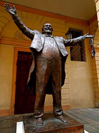 Pavarotti-Denkmal in Modena