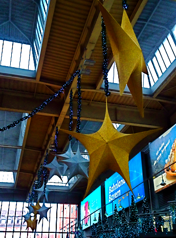 Weihnachtsdeko am Münchner Hauptbahnhof