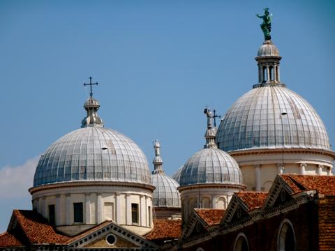 Die Kuppeln der Abbazia di Santa Giustina in Padua