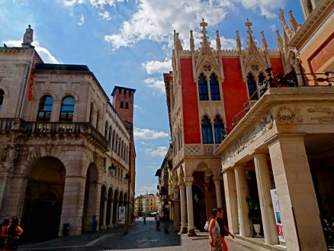 Eingang zum Piazza della Frutta Padua