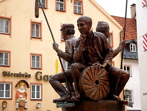 Brotbrunnen in der Füssener Altstadt