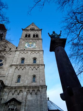 Portal und Säule von St. Benno
