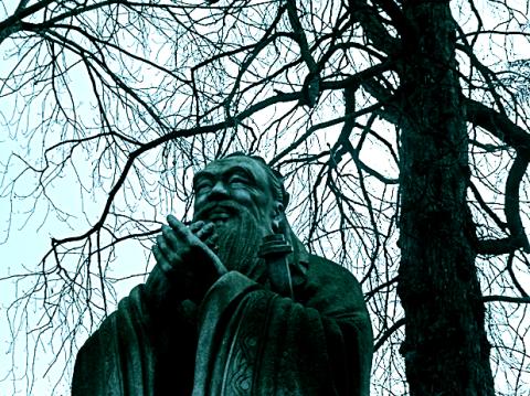Konfuzius Statue im Finanzgarten