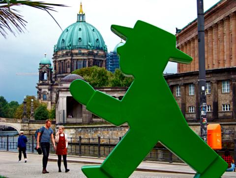 Ampelmännchen vorm Berliner Dom