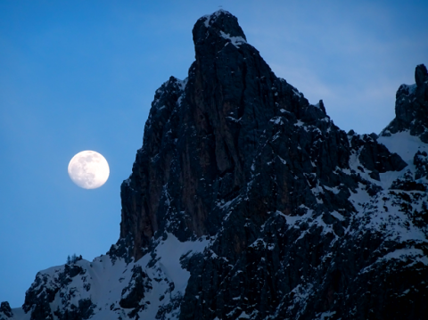 Mondaufgang an der Viererspitze des Karwendelgebirges bei Mittenwald
