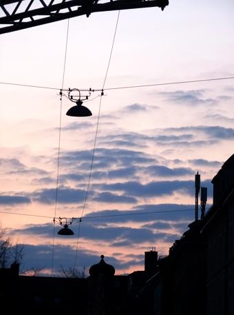 Frühlingsabend über der Adalbertstraße in der Maxvorstadt