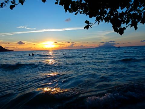 Sonnenuntergang am Beau Vallon auf Mahè