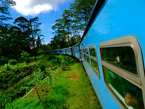 Auf der Zugfahrt von Kandy ins Hochland