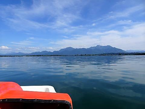 Mit dem Tretboot von Übersee zur Fraueninsel (hin & zurück, mit drei Schwimmstopps 2,5 h)