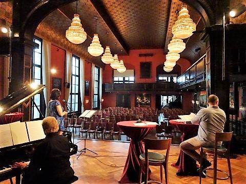 Bühne und Saal des Künstlerhauses München