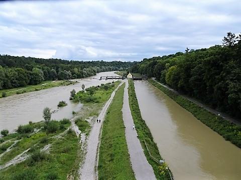 Isarauen und Isarkanal von der Großhesseloher Brücke