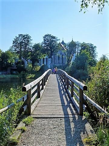Brücke zum Kloster Seeon