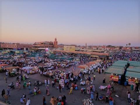 Der Djemaa el Fna, Platz der Gehängten, in Marrakesch