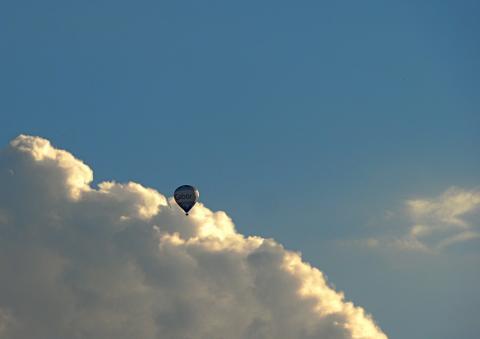 Fesselballon über dem Englischen Garten