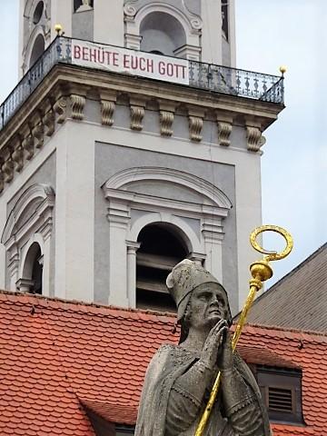 Vor der Kirche St. Georg in Freising